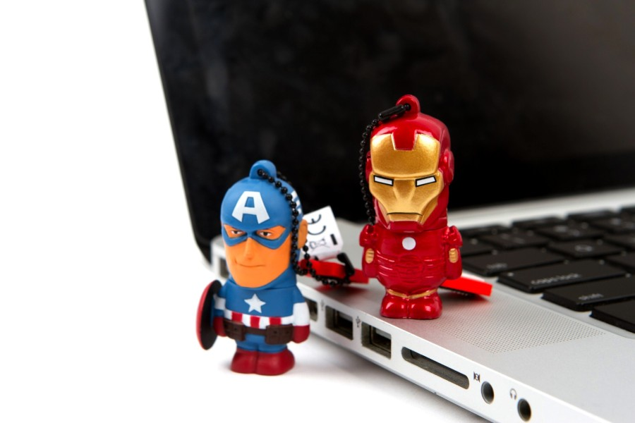 Which team are you? #TEAMCAP or #TEAMIRONMAN flash drive