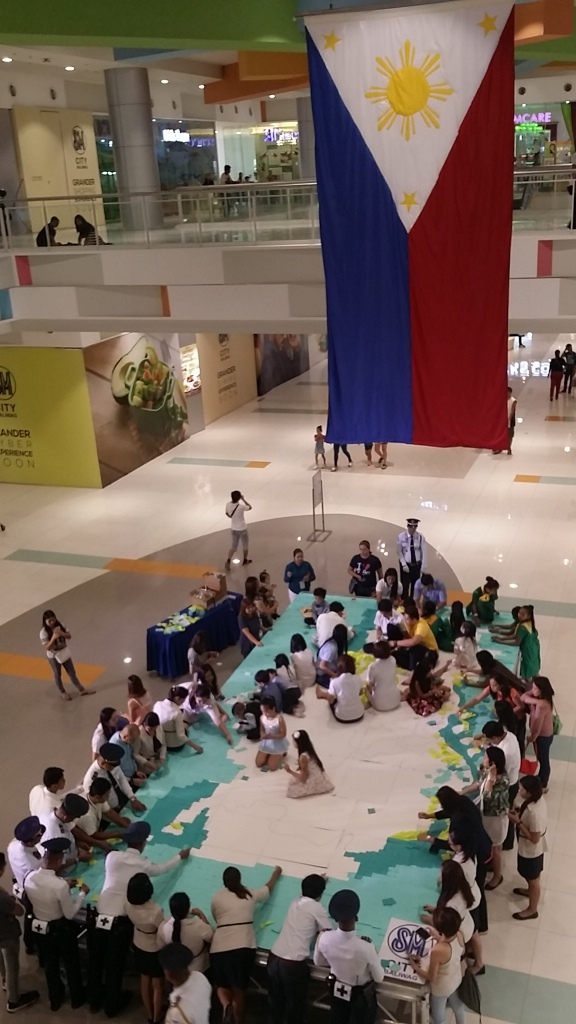 SM City Baliwag showed its unity, creativity and identity through its people creating a diorama as part of its Independence Day Celebration.