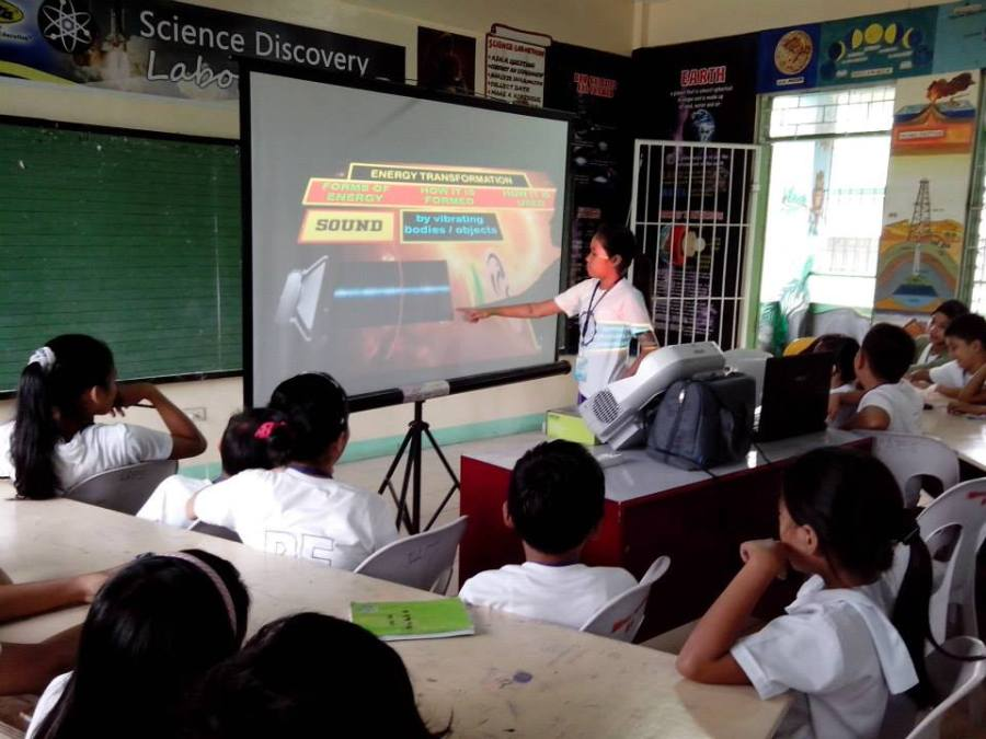 Ninoy Aquino Elementary School, one of the school beneficiaries of the Epson Gift of Brightness program, utilizing the Epson 3LCD interactive projector in their science discovery laboratory classroom