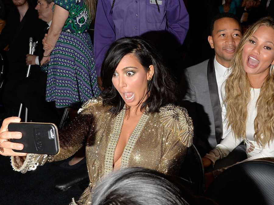 this-iphone-cover-is-the-secret-to-kim-kardashians-great-selfies