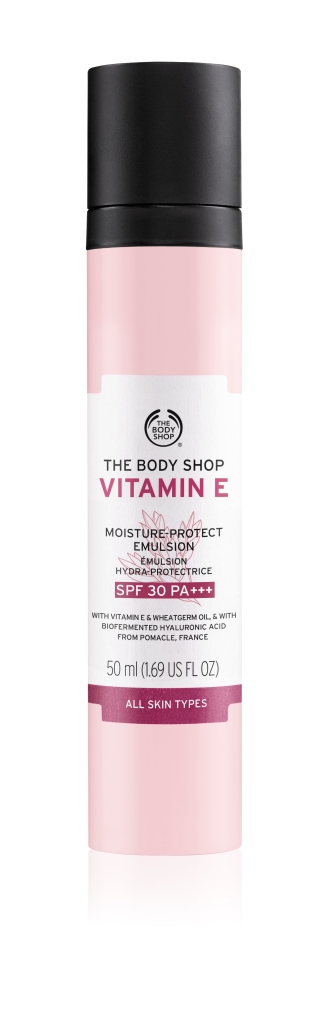 Vitamin E Moisture-Protect Emulsion SPF 30 PA+++ promises to lock in moisture for 48 hours of hydration with 100% natural origin hyaluronic acid, in addition to the antioxidizing power of wheatgerm oil. It is a daily moisturizer with added sun protection!