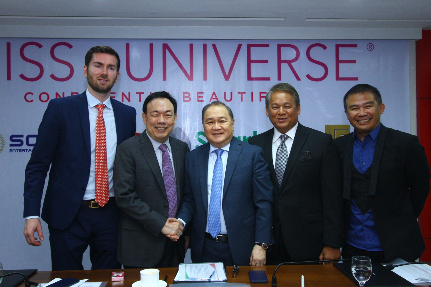 Shown in photo during the contract signing event held recently at PLDT RC Building in Makati City are, from left, Miss Universe Organization Business Development and Marketing Vice President Shawn McClain, Solar Entertainment Corp. President and CEO Wilson Tieng, PLDT Chairman Manny V. Pangilinan, PLDT and Smart Chief Revenue Officer Eric Alberto, and TV5 President and CEO Chot Reyes. The partnership includes the blocktime airing of the Coronation Night on January 30, as well as the exclusive airing of the long gown and swimsuit preliminary competitions onJanuary 28 and 29which will also be available online on the same day, powered by PLDT and Smart.