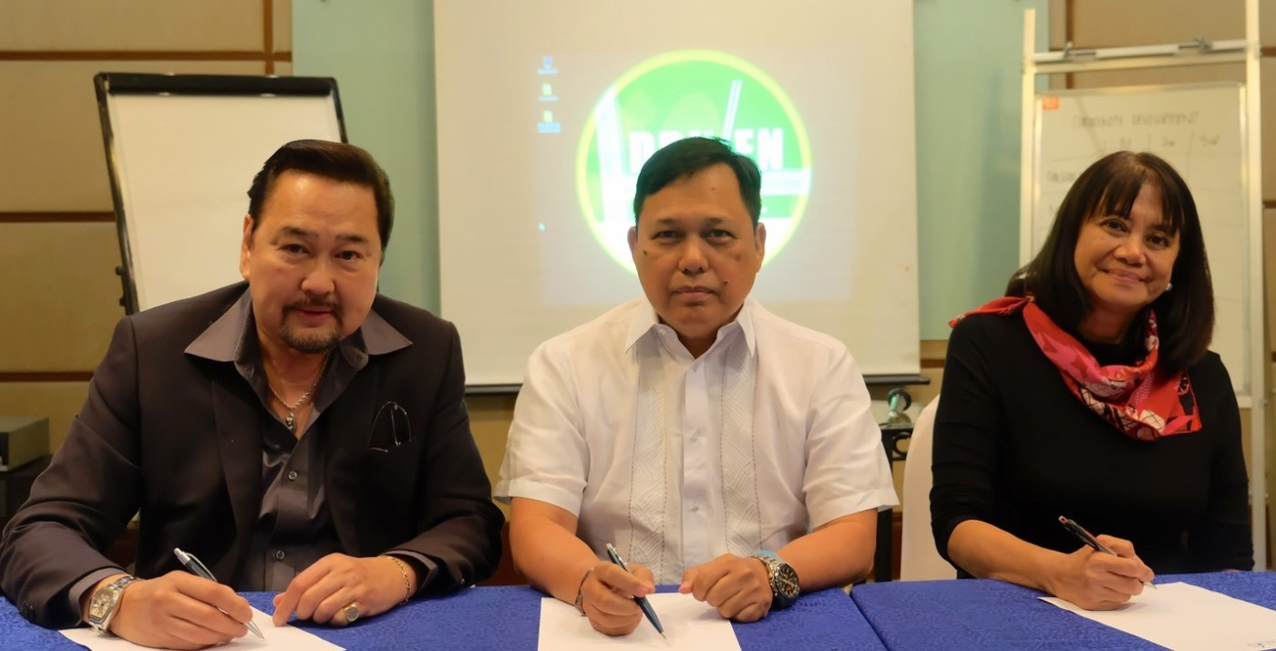 In photo are (L-R): SPMJ founding president and chairman Ray Butch Gamboa; MNTC president Rodrigo E. Franco; and SPMJ president Pinky Concha Colmenares.