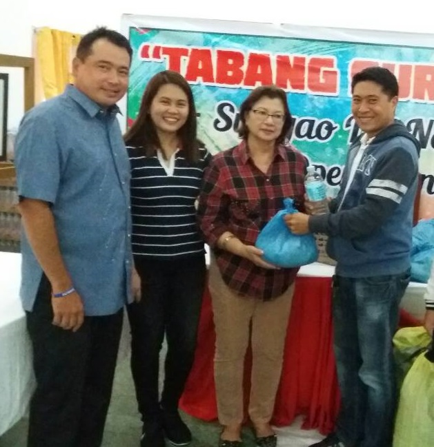 Surigao del Norte Governor Sol F. Matugas receives 500 packs of relief goods from Globe Telecom led by Area Sales Head for CARAGA Jeffrey Guitche.  Together with them are (from L-R) Provincial Board Member Bully Navarro and Globe Regional Sales Head for Northern Mindanao Jenefere Mangurali.
