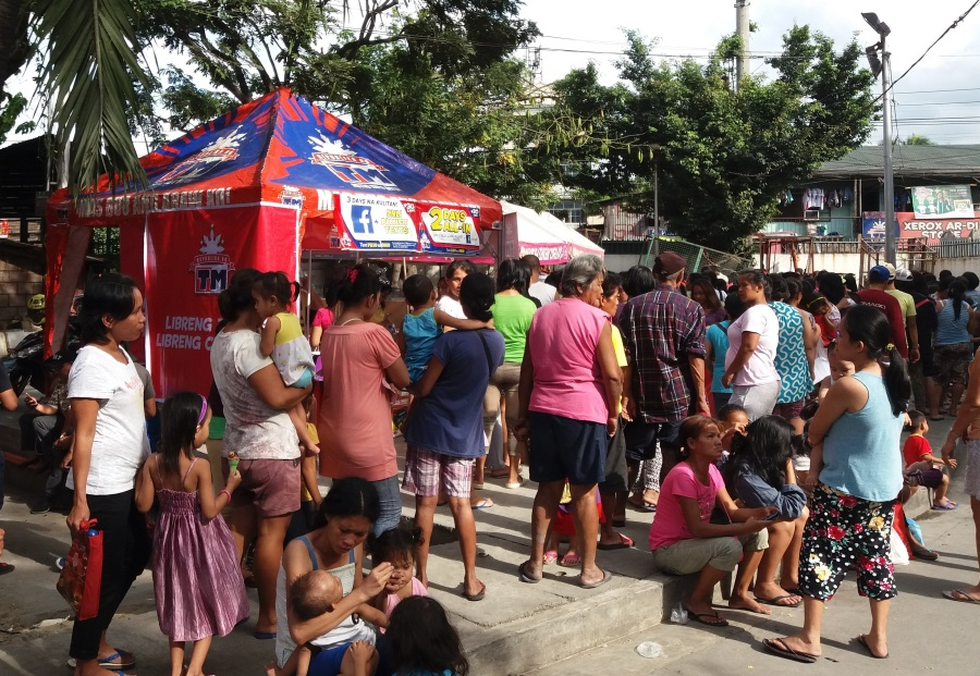Globe provides relief packs and sets up Libreng Tawag and Charging station to fire victims in Malabon