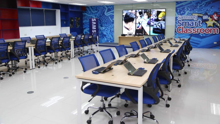 the-samsung-smart-classroom-is-open-to-college-engineering-students-and-senior-high-school-students-in-the-ict-track