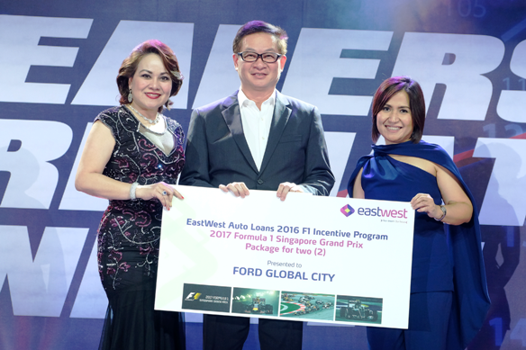 Willy Tee Ten of Auto Hub Group receives the F1 Singapore Grand Prix Incentive Program Award from EastWest EVP & Consumer Lending Cluster Head Jacqueline S. Fernandez (left) and EastWest VP & Auto Loan Sales Head Jocelyn C. Legaspi (right).